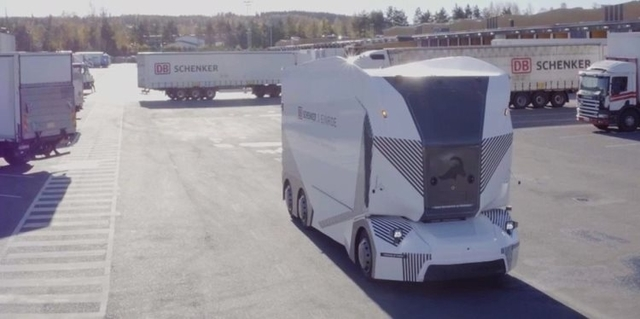 Беспилотный электрический грузовик Einride T-Pod начал использоваться для перевозки грузов