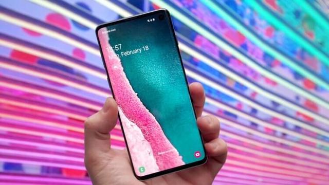 Galaxy S10 обошел iPhone XS в рейтинге лучших смартфонов